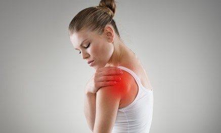 2 נקודות לחיצה שיעזרו לכם להקל על כאבים בכתף