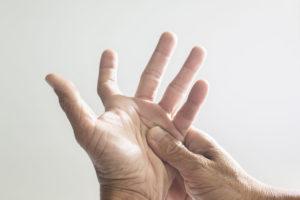 טריגר פינגר / אצבע הדק – תרגיל פשוט לשחרור והקלה