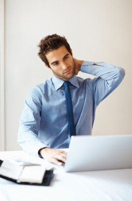 תרגילים לשחרור צוואר, כתפיים וידיים בישיבה מול המחשב